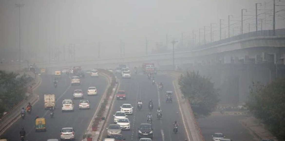 Air quality inches towards 'emergency' level i