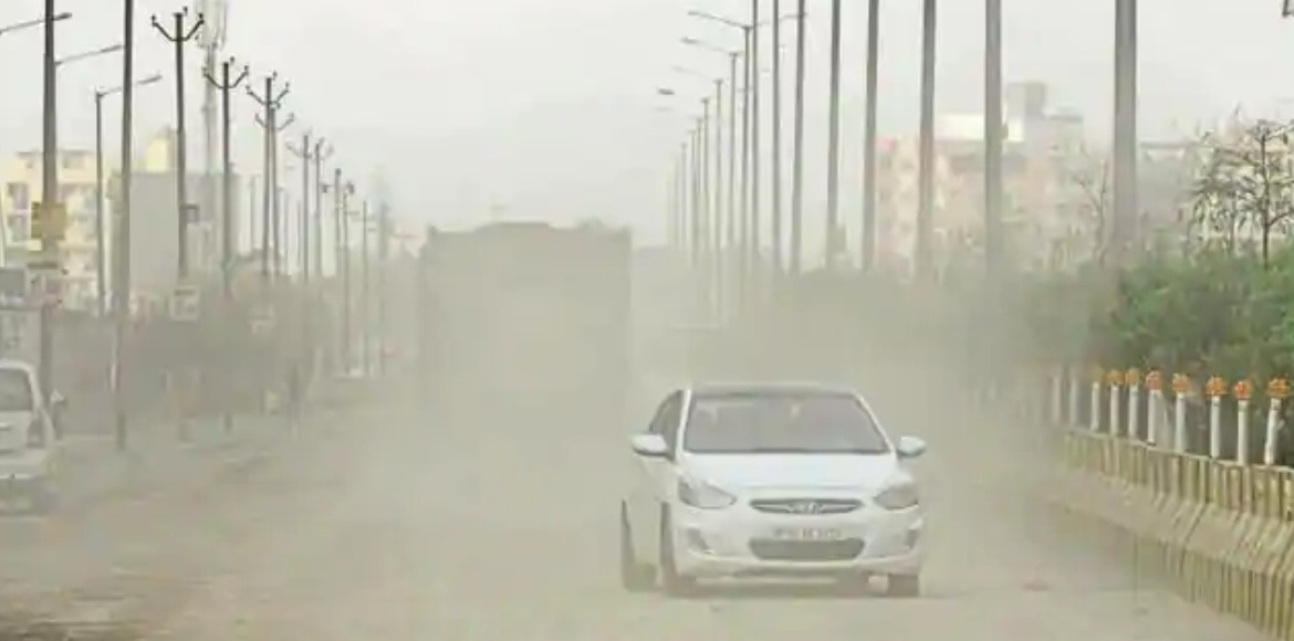 Residents request Noida Authority to fix dust pollution issue on priority
