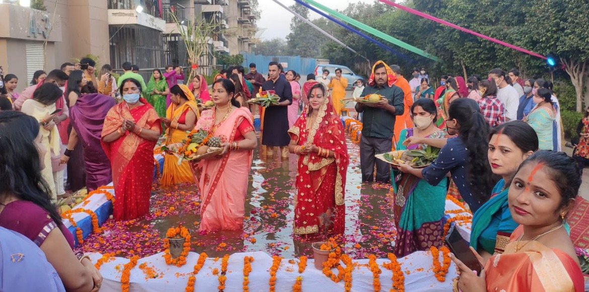 Chhath Puja celebrations culminate in Noida, Ghaziabad