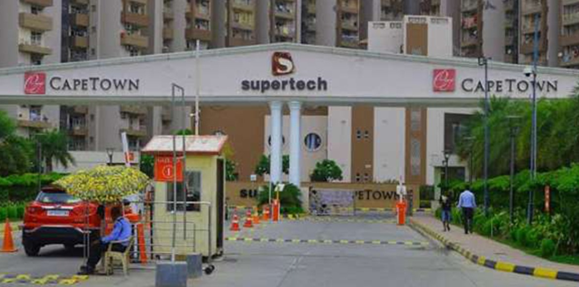 Two arrested with 10 kg marijuana from Supertech C