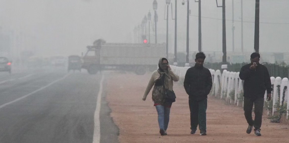 Delhi wakes up to chilly morning as temp drops to 3.4 degrees Celsius