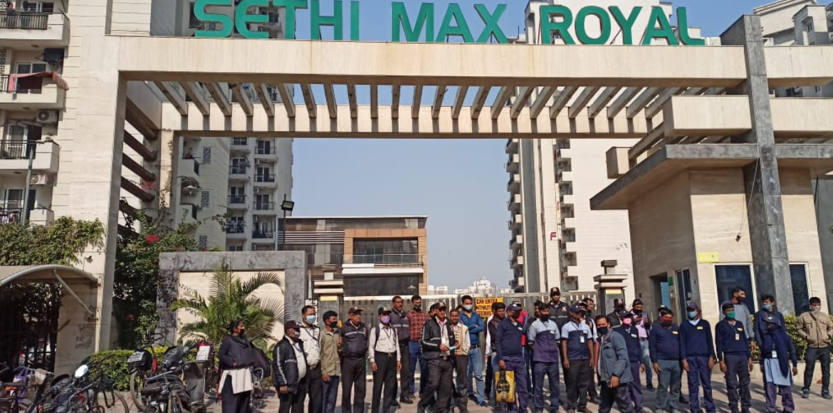 Builder's men try to barge into Sethi Max Royal after handover of maintenance