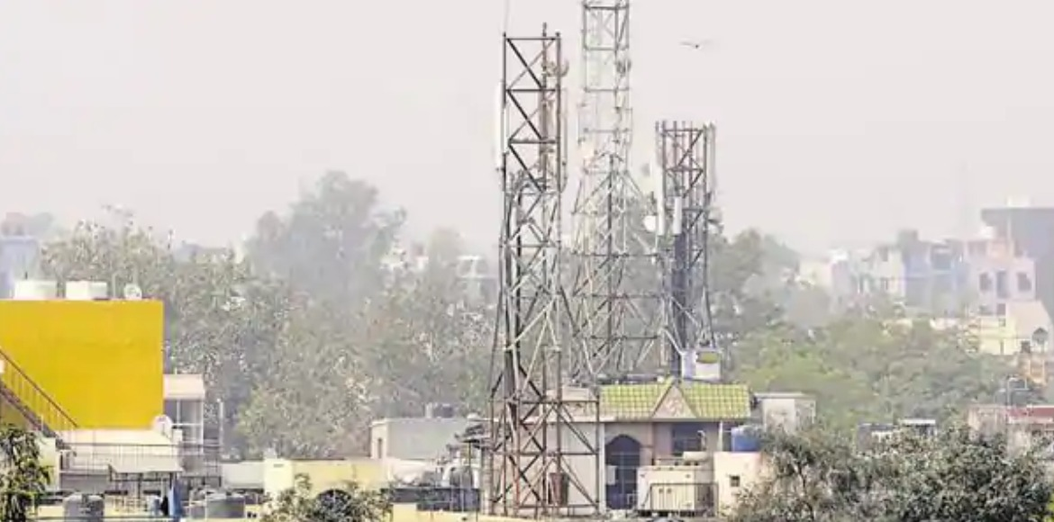 Noida residents oppose scrapping of mandatory NOC from RWAs for mobile towers