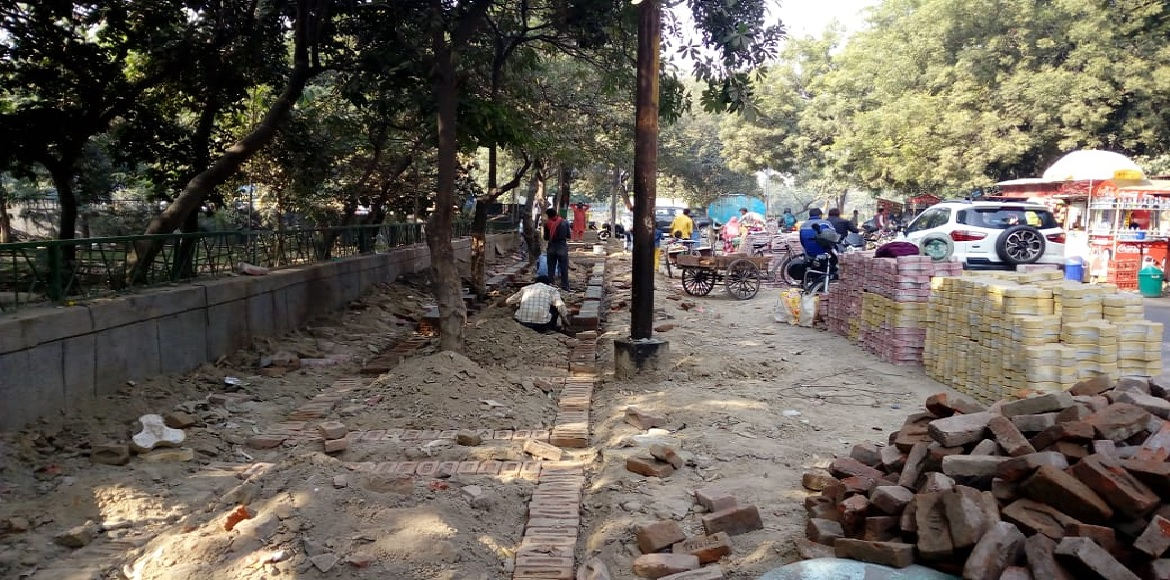 Noida: Work on much-awaited footpath begins in Sec