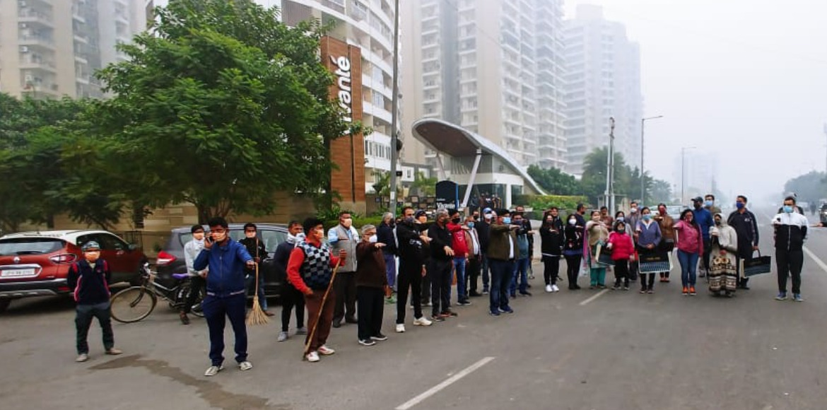Noida: Highrise residents carry out plogging drive