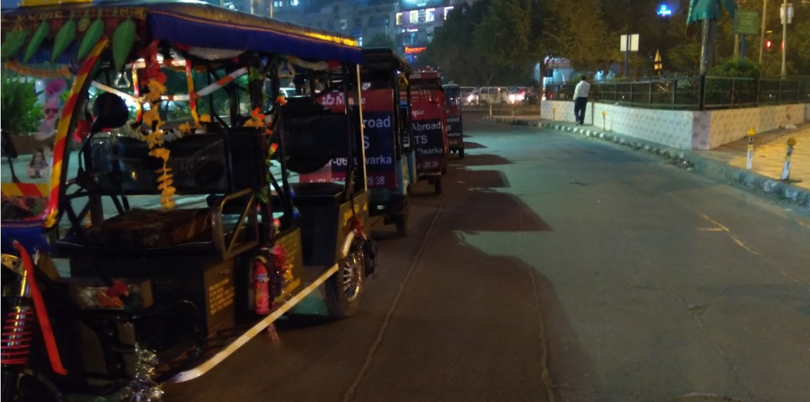 Dwarka: Cycle, battery rickshaws create chaos in market areas