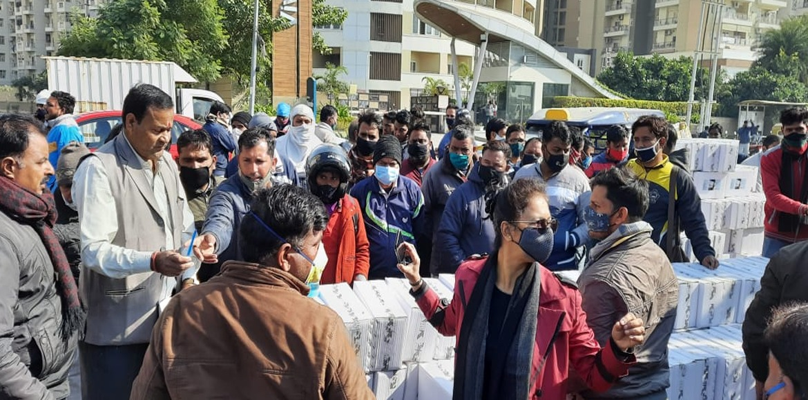 Noida: Sec 137 residents distribute safety gears a
