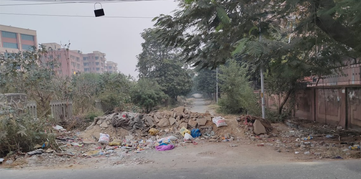 Dwarka: Back lanes become garbage dumping spot in
