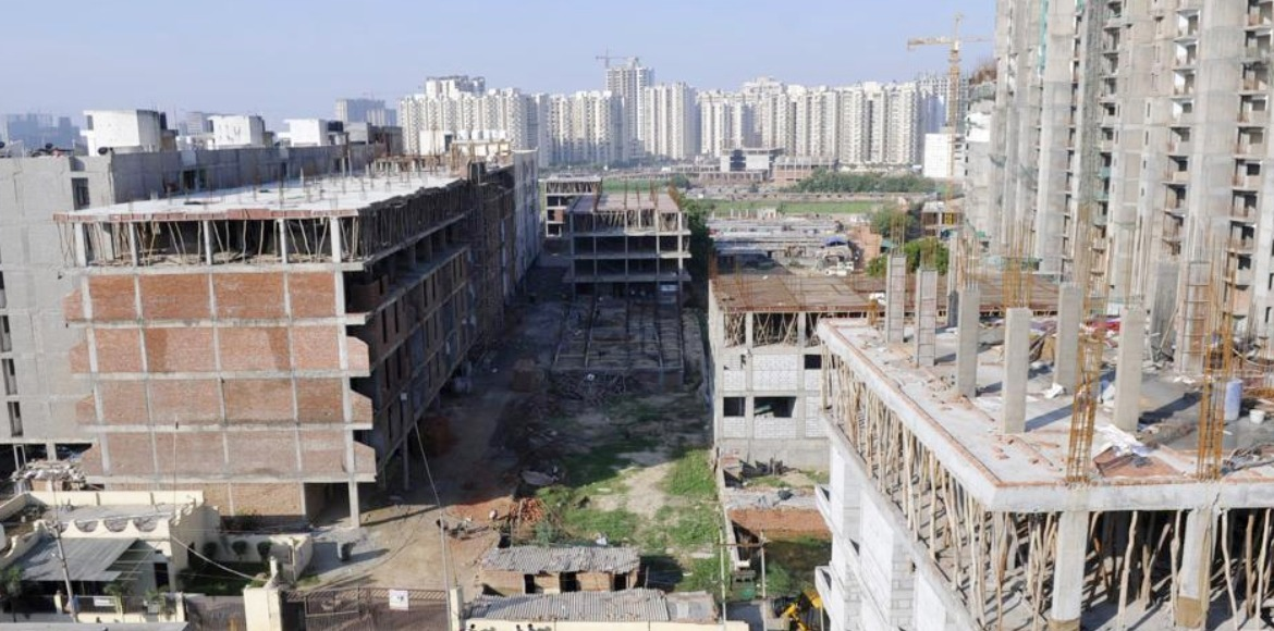 Noida residents write to authority sharing concerns over unallotted buildings