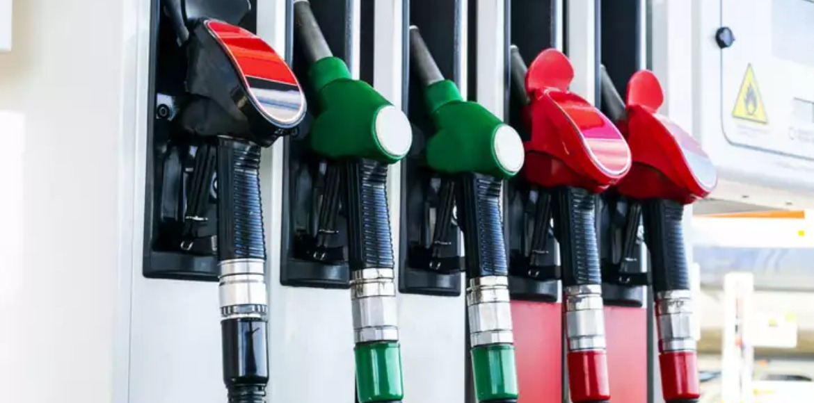 Petrol prices continue to scale record highs in De