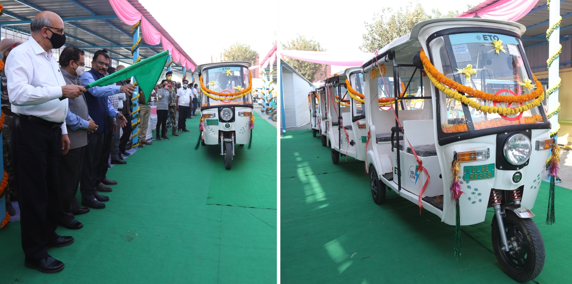 25 e-rickshaws flagged off at Jamia Millia Islamia Metro station