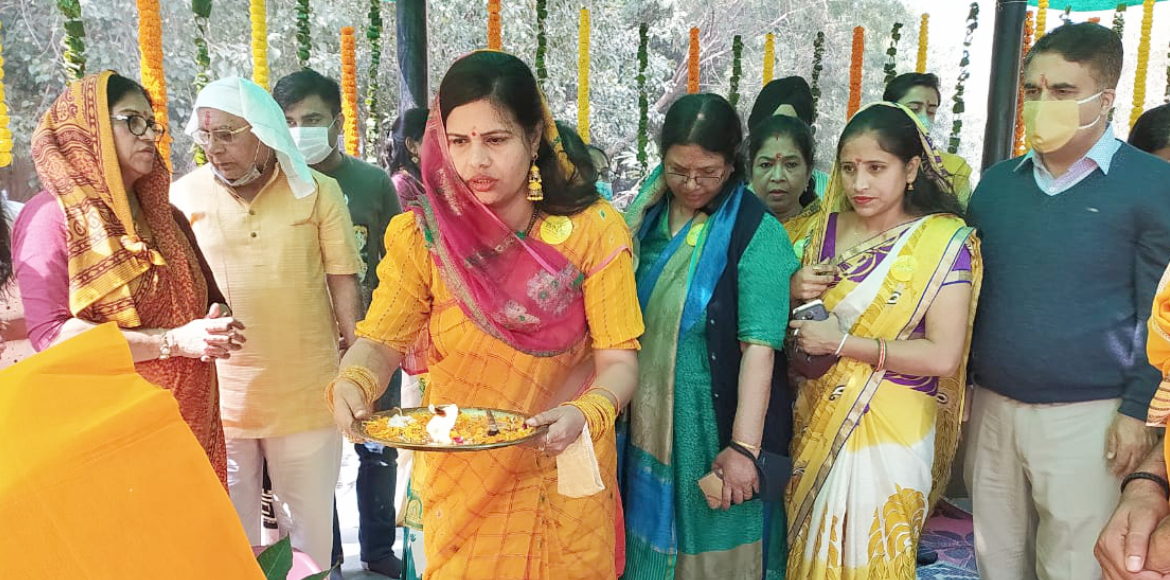 PHOTO KATHA: Saraswati Puja organised with religious fervour in Dwarka