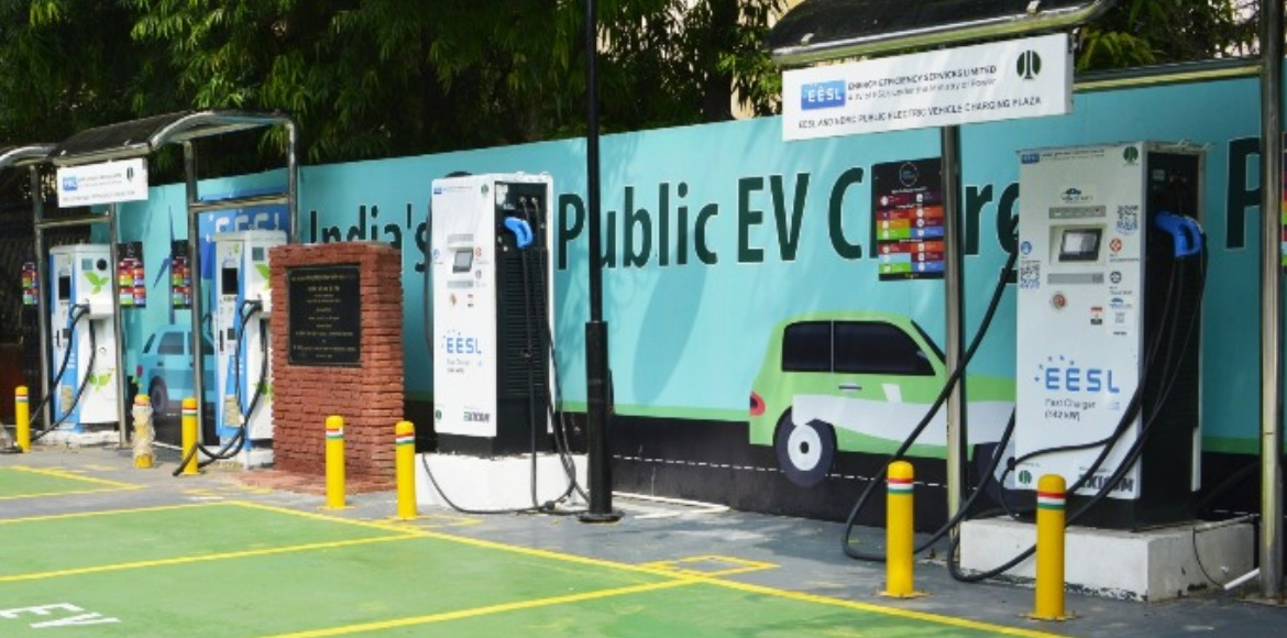Will set up EV charging points every 3 km in city, says Gahlot