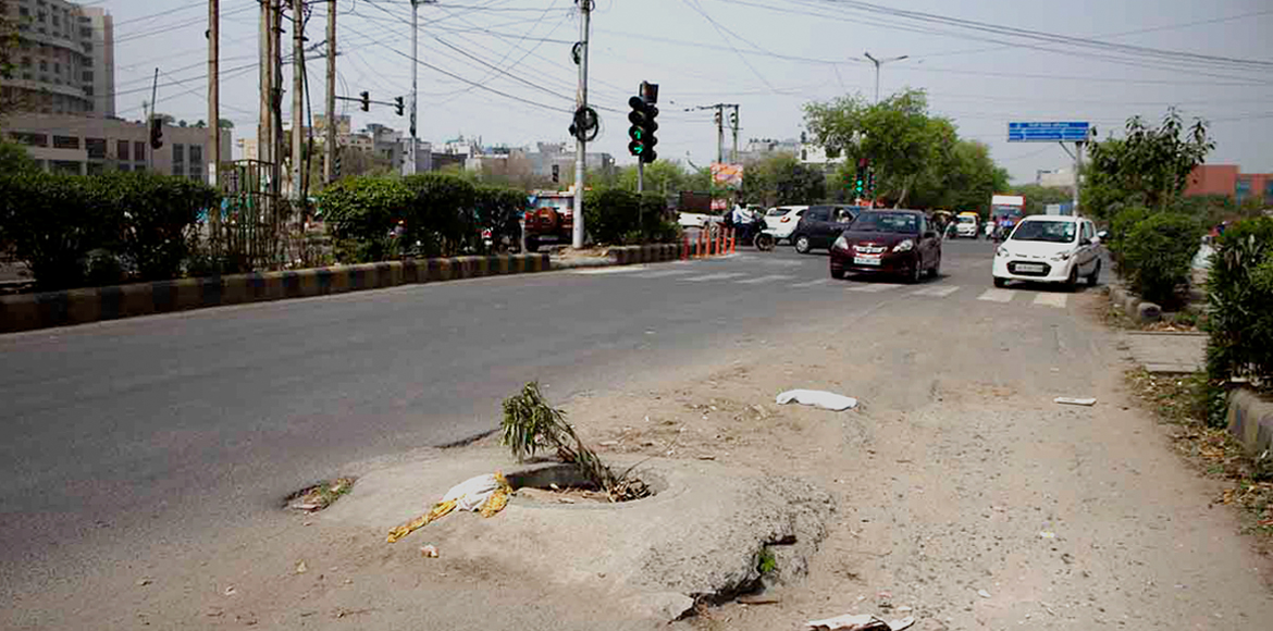 Dwarka: Protruding manhole lies dangerously at Sec
