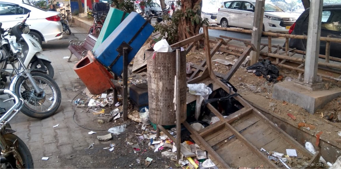 SDMC issues challans against 153 shopkeepers for littering on roads