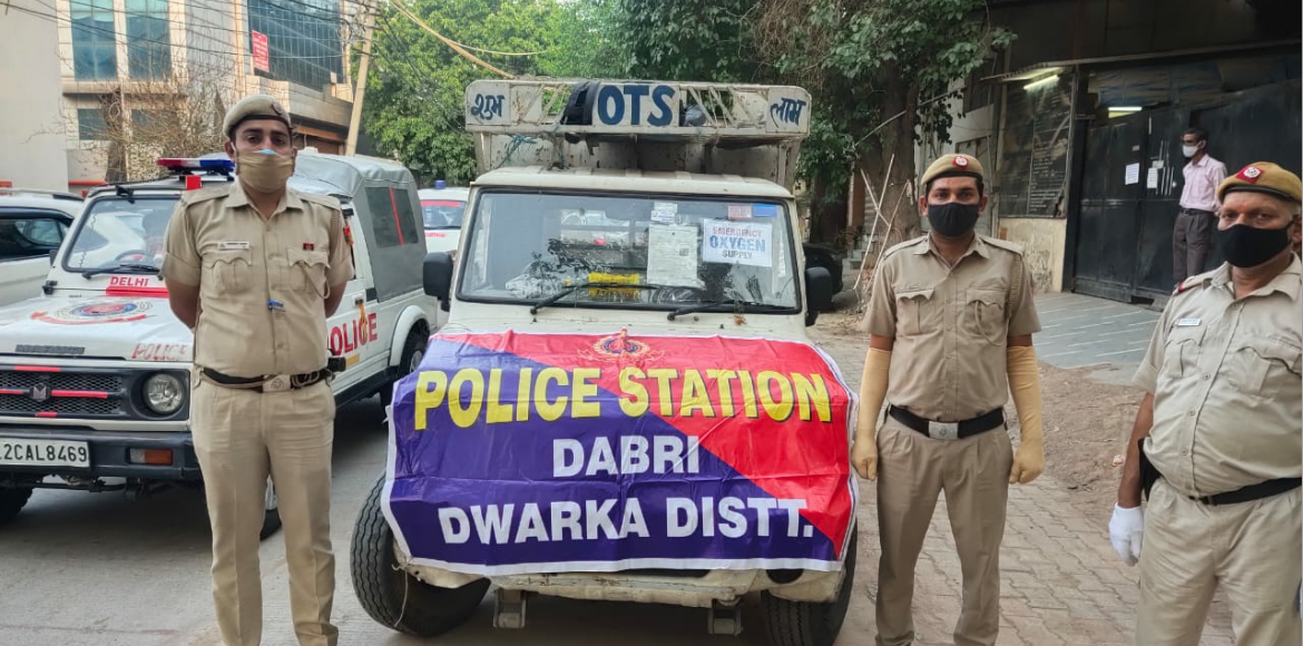 Dwarka: Police promptly procure oxygen cylinders for Aakash Hospital