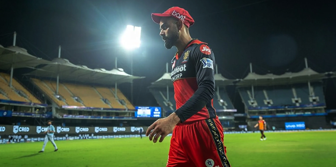 IPL: Kohli hits chair with bat after getting out; netizens react