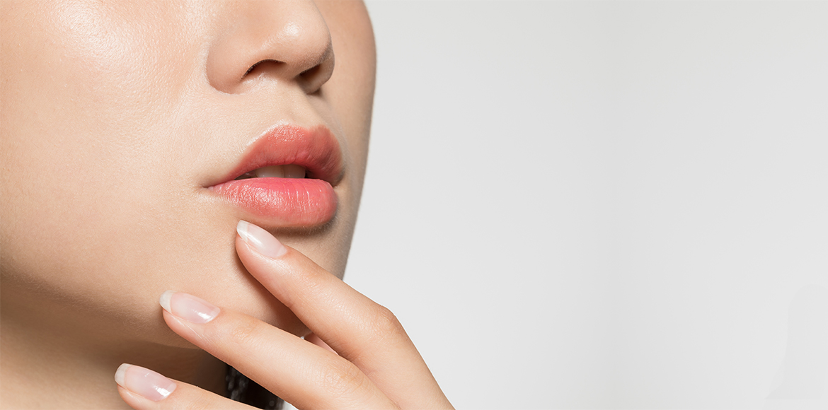 Lip care becomes easy-peasy with these DIY lip scr