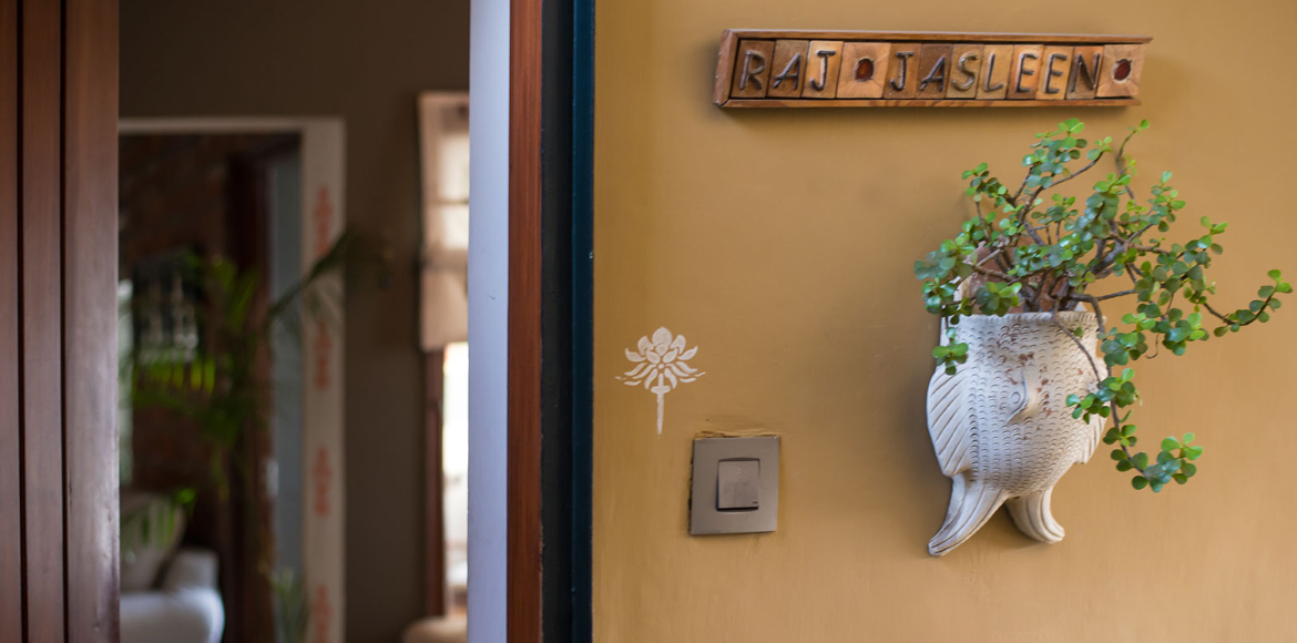 Deck up your home entrance with a stylish nameplat