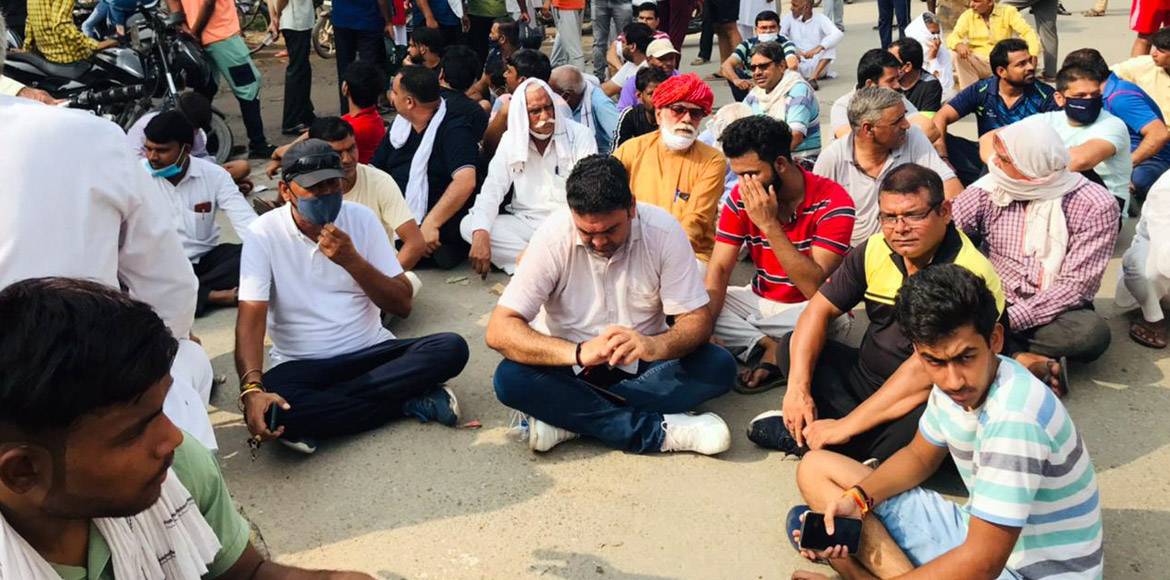 Gurugram: Ward 22 residents protest against persistent sewer overflow
