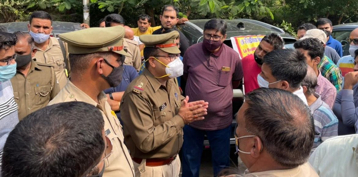 Greater Noida- Residents take out car rally in pro