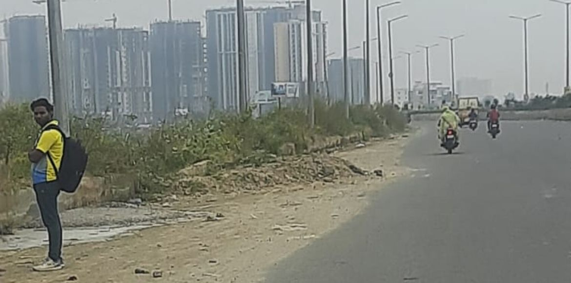 Winters, constructions make Noida smoggy