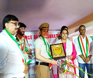 Dwarka residents felicitate cops who received Union Home Minister's Medal