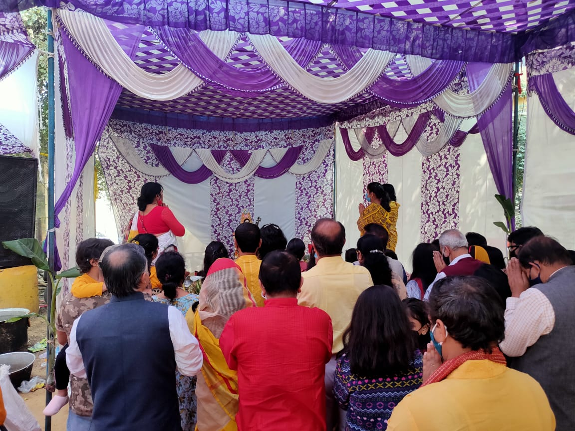 Puja being performed by Aagomoni Pooja Committee at Radhika Apartments, Sector 14 central park