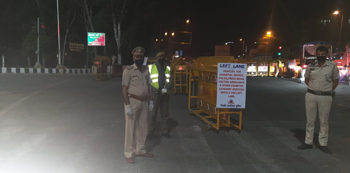Separate lane at Noida Border to facilitate Emergency Services' Vehicles by East Delhi police.